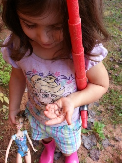 Since we have some sunshine for a minute, this little one LOVES earthworms, aka 'Baby woowm'